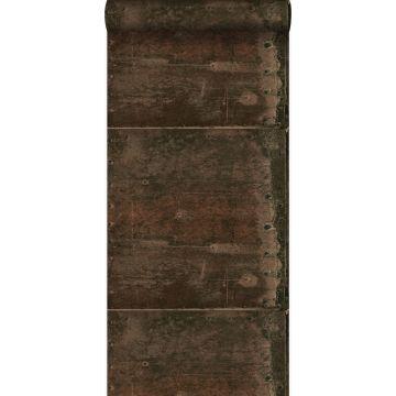 papier peint grandes plaques métalliques rouillées, vieillies, altérées et touchées par les intempéries avec des rivets brun rouille